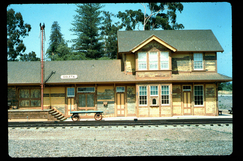 Goleta Depot gets a new coat of paint, 1992. acc2005.001.1623