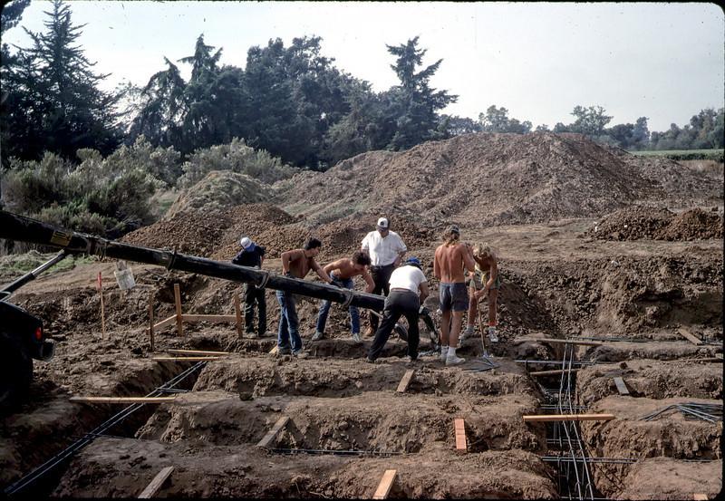 Tony Hernandez. Pouring concrete, 11/12/1981. acc2005.001.0036