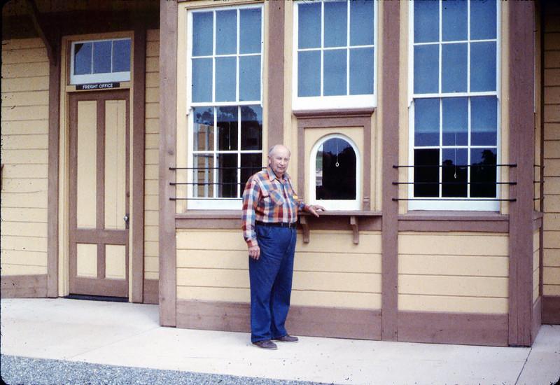 Volunteer agent Ernest Thomsen, 3/7/1987 acc2005.001.0699
