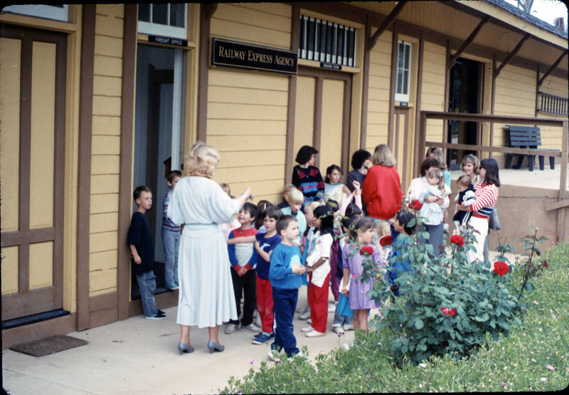 La Patera Elementary School guided tour led by Phyllis Olsen, 5/1988. acc2005.001.0942