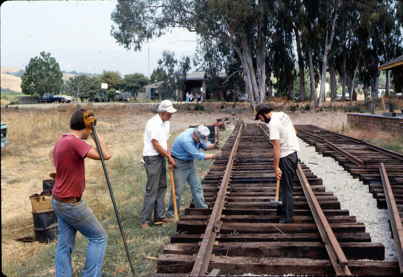 Standard-gauge track laying, 1985. acc2005.001.0536