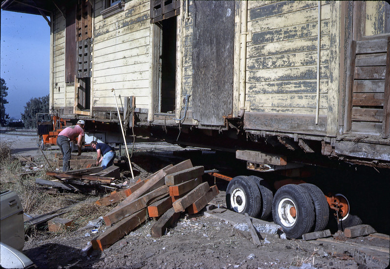 Two-story section on its wheels, 11/12/1981. acc2005.001.0033