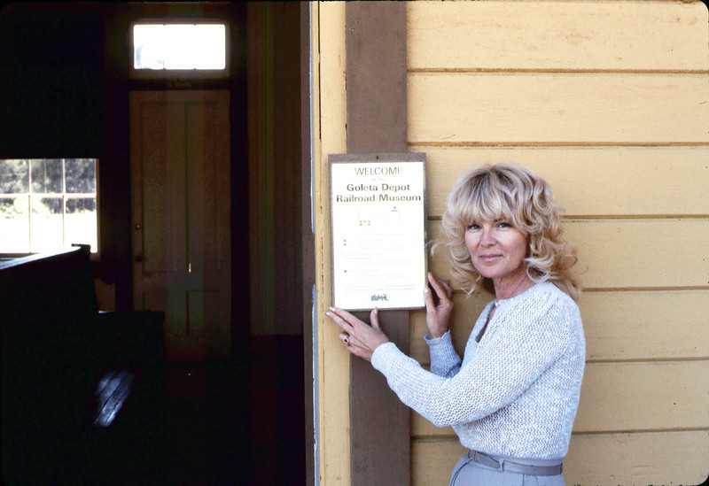 Phyllis Olsen with new sign for museum visitors, 4/1986 acc2005.001.0578