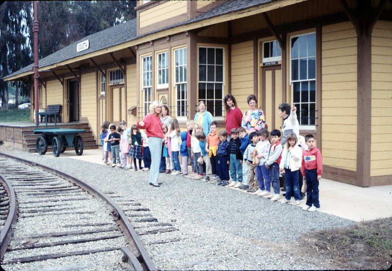 Phyllis Olsen gives a tour for Monte Vista Elementary School kindergarten class, 3/10/1987 acc2005.001.0708