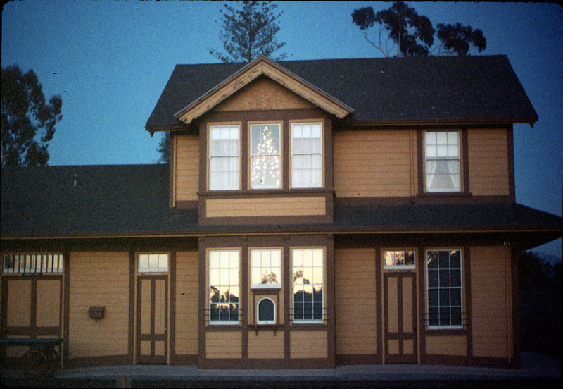 Goleta Depot front exterior with Christmas tree in upstairs bay, 12/1988. acc2005.001.1029
