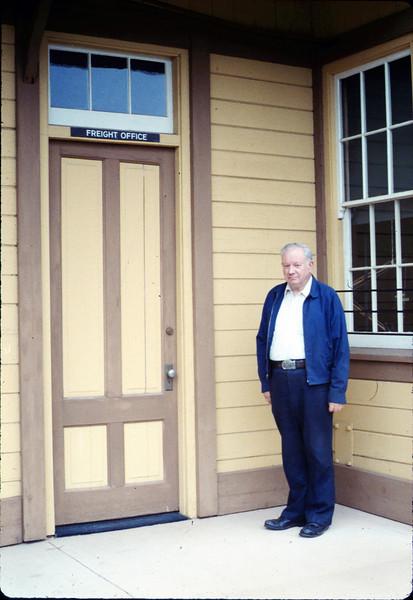 Volunteer agent Bob McNeel, 3/1987 acc2005.001.0726
