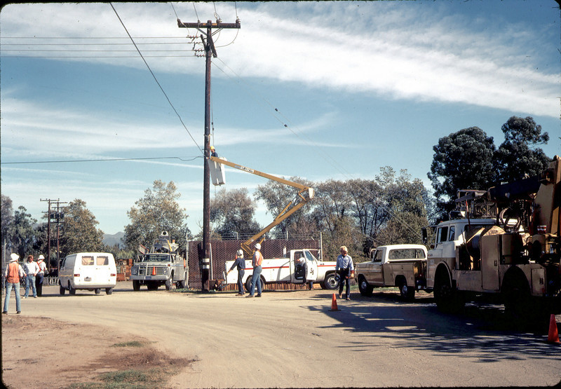 Moving Day, 11/18/1981, Utility line removal on Kellogg Ave.. acc2005.001.0072