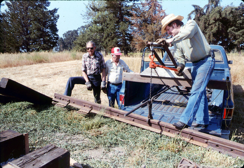 Laying of the standard-gauge track, 5/11/1985 acc2005.001.0509