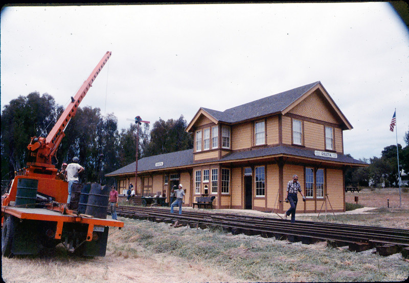 Laying of the standard-gauge track, 5/11/1985 acc2005.001.0523