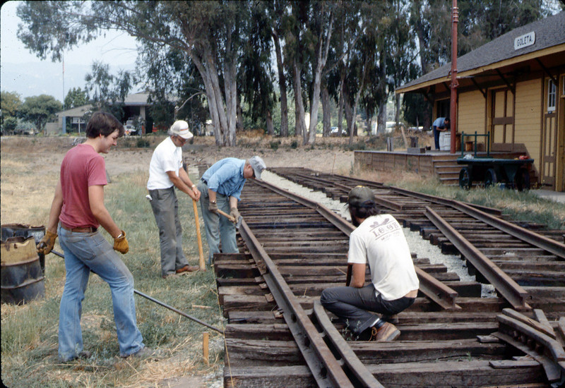 Standard-gauge track laying, 1985. acc2005.001.0535