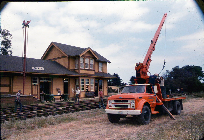 Laying of the standard-gauge track, 5/11/1985 acc2005.001.0524