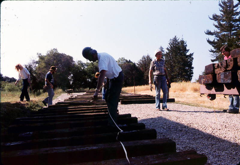 Laying of the standard-gauge track, 5/11/1985 acc2005.001.0520