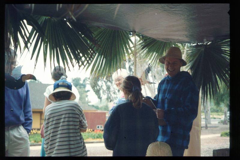 "The Spring Fundraiser (14th annual) had a ""Too-Fari Safari"" theme, May 20, 1995. acc2005.001.2054"