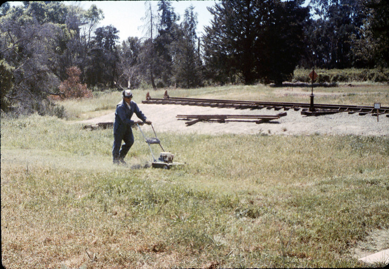 Volunteer Al Jaramillo, Work Day, 3/1988 acc2005.001.0914
