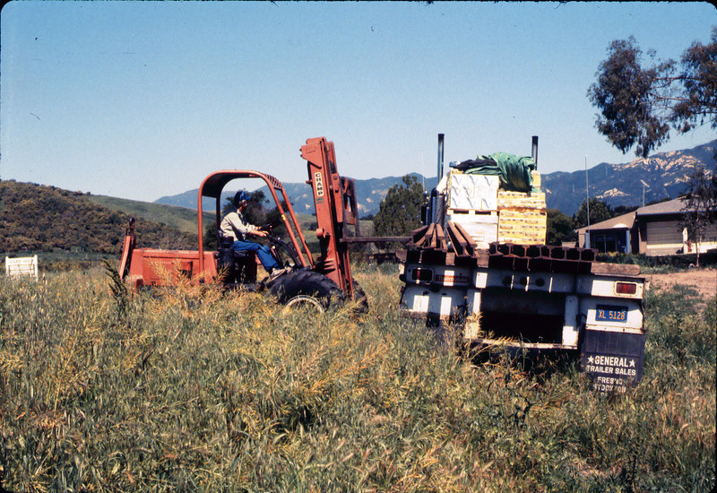 Laying of the standard-gauge track (Ed Lebeck), 4/2/1985 acc2005.001.0480A