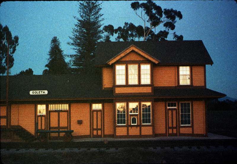 Goleta Depot front exterior with Christmas tree in upstairs bay, 12/1988. acc2005.001.1034