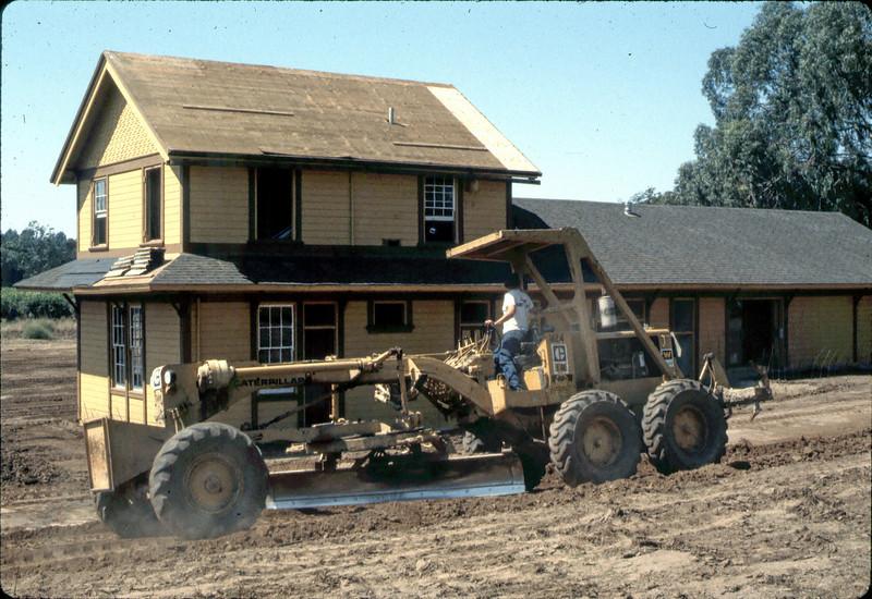 Finish grading (Banner Construction), 9/1982. acc2005.001.0325