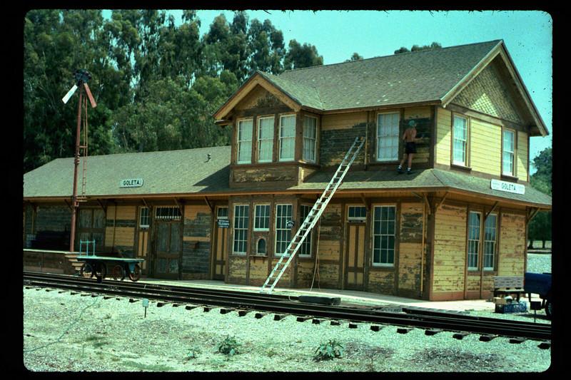 Goleta Depot gets a new coat of paint, 1992. acc2005.001.1618