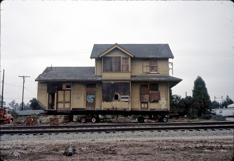 Two-story section trailered, 11/13/1981. acc2005.001.0054