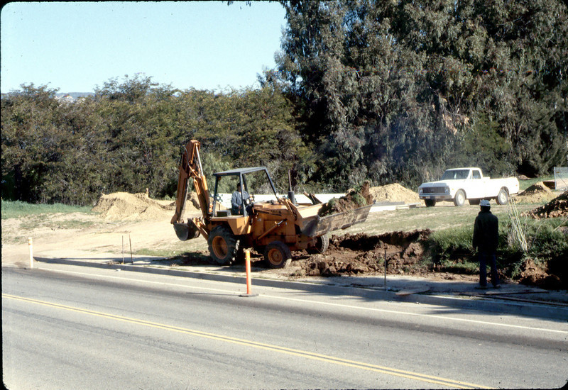 Sewer work, Jan. 1982. acc2005.001.0138