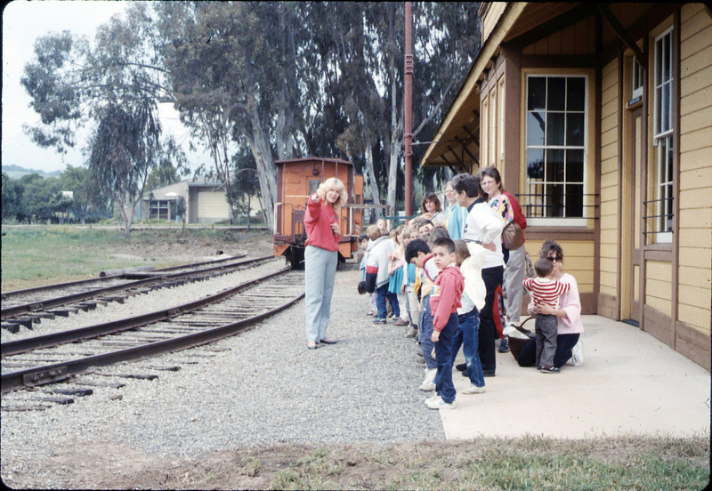 Phyllis Olsen gives a tour for Monte Vista Elementary School kindergarten class, 3/10/1987 acc2005.001.0709