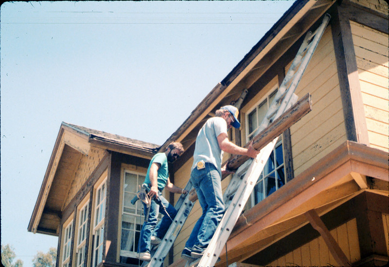 M&M Construction installs new redwood gutters, 5/1988. acc2005.001.0978