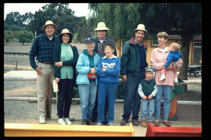 "The Spring Fundraiser (14th annual) had a ""Too-Fari Safari"" theme, May 20, 1995. acc2005.001.2066"