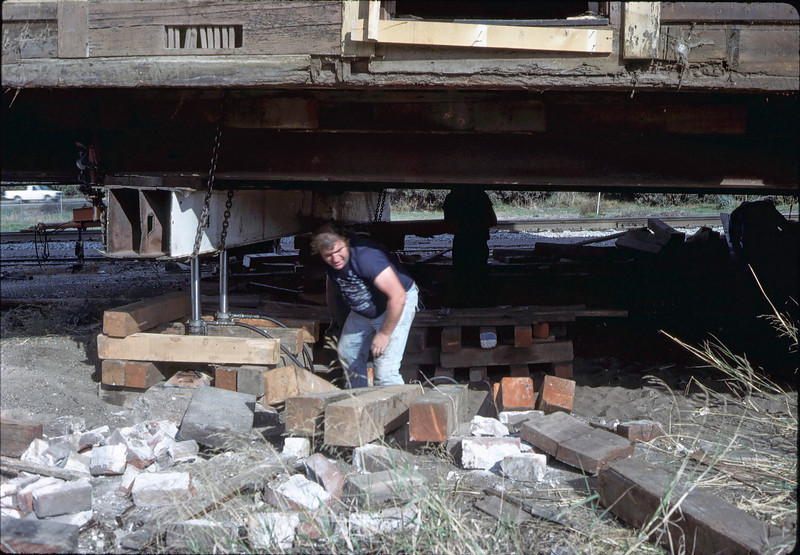 Trailering the depot building, 11/12/1981. acc2005.001.0034