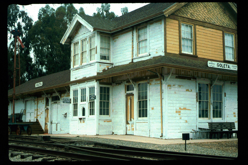 Goleta Depot gets a new coat of paint, 1992. acc2005.001.1629