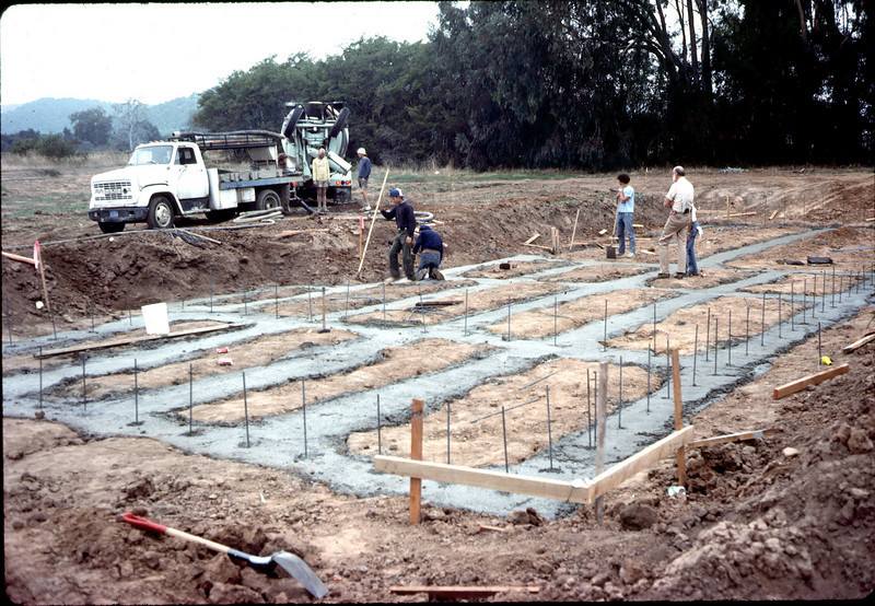 Footings pour nearly complete, 11/12/1981. acc2005.001.0047