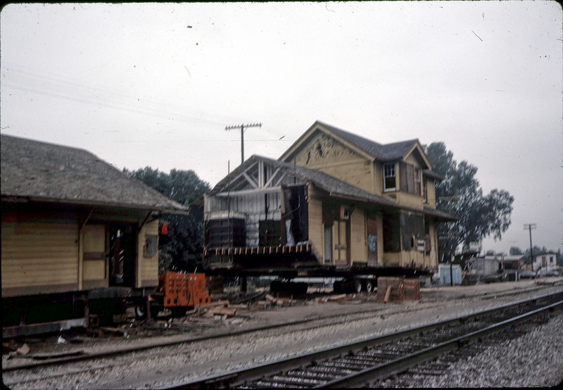 Trailering Goleta DEpot sections, 11/13/1981. acc2005.001.0055