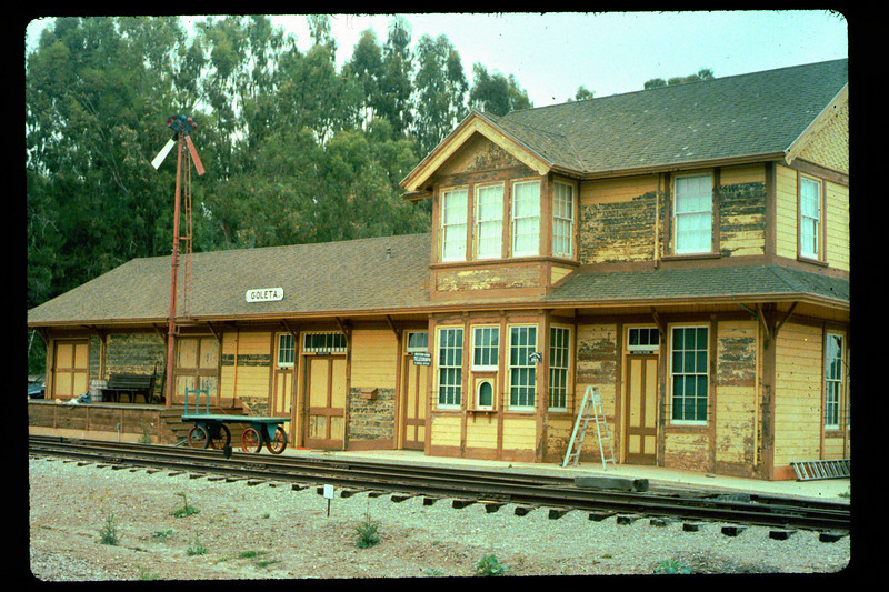 Prepping the depot for re-painting, 1992. acc2005.001.1610