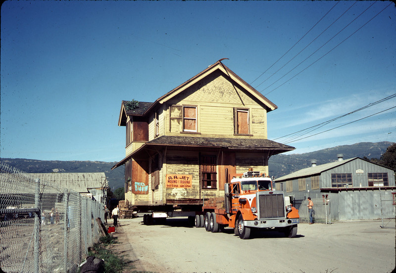 Moving Day, 11/18/1981. acc2005.001.0079