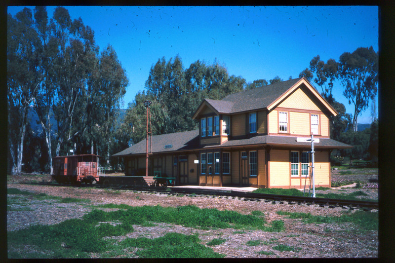 Goleta Depot exterior, early 1998. acc2005.001.2151