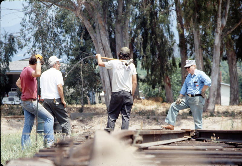 Standard-gauge track laying, 1985. acc2005.001.0538