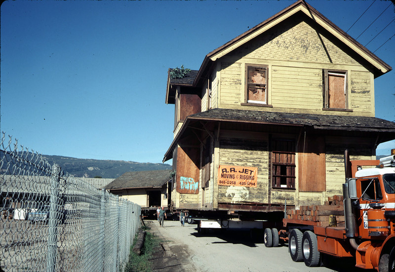 Moving Day, 11/18/1981. Kellogg Avenue. acc2005.001.0081
