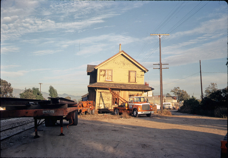 Two-story section of depot is tilted, 11/10 or 11/11/1981. acc2005.001.0023