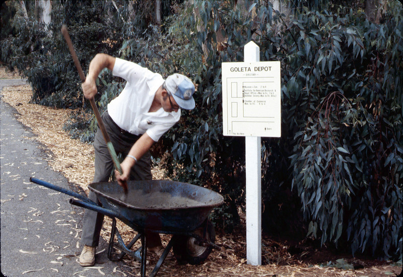Ralph Moore installs a direction sign for the museum grounds, 8/1983. acc2005.001.0397