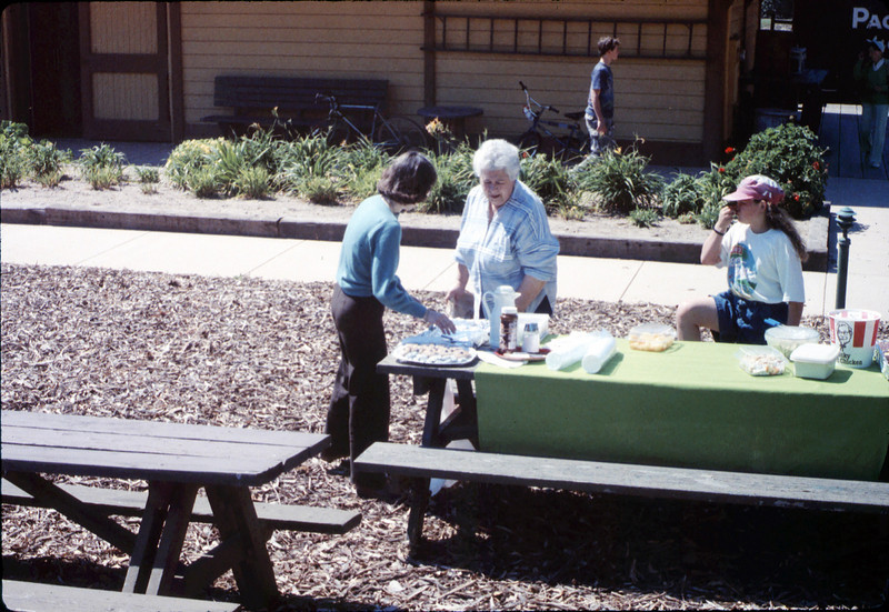 Asphalt Regatta spring fundraiser (potluck w/Diana Mina and Theresa Caccese), 3/17/1990. acc2005.001.1311