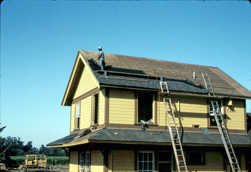 Second floor roofing, 9/1982. acc2005.001.0329