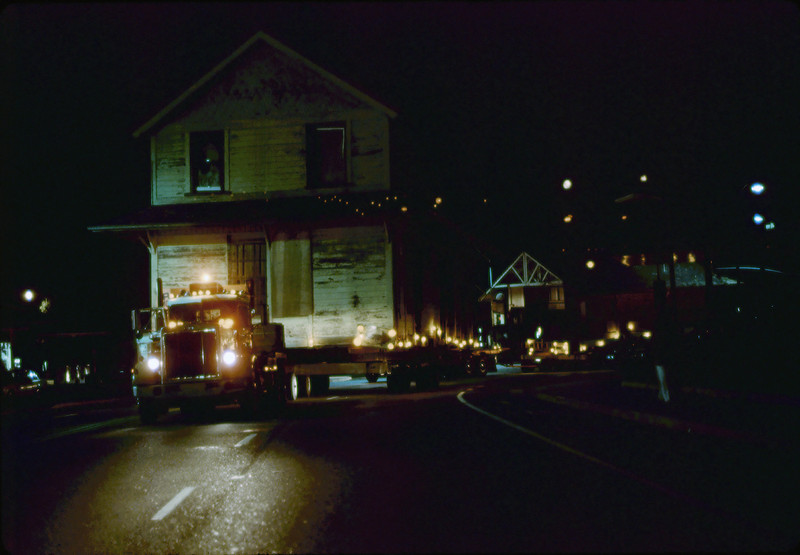 Night move, 11/18-19/1981. Michael Glassow photograph. Fairview & Calle Real. acc2005.001.0091K