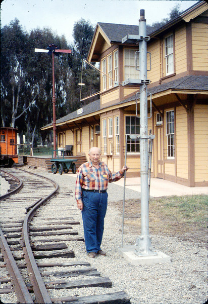 Ernest Thomsen with train-order post from Santa Barbara station, 3/7/1987 acc2005.001.0698
