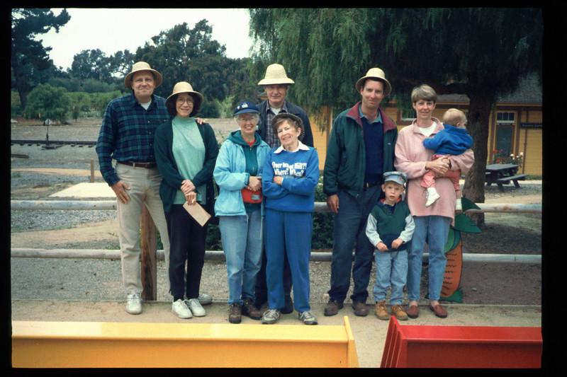"The Spring Fundraiser (14th annual) had a ""Too-Fari Safari"" theme, May 20, 1995. acc2005.001.2065"