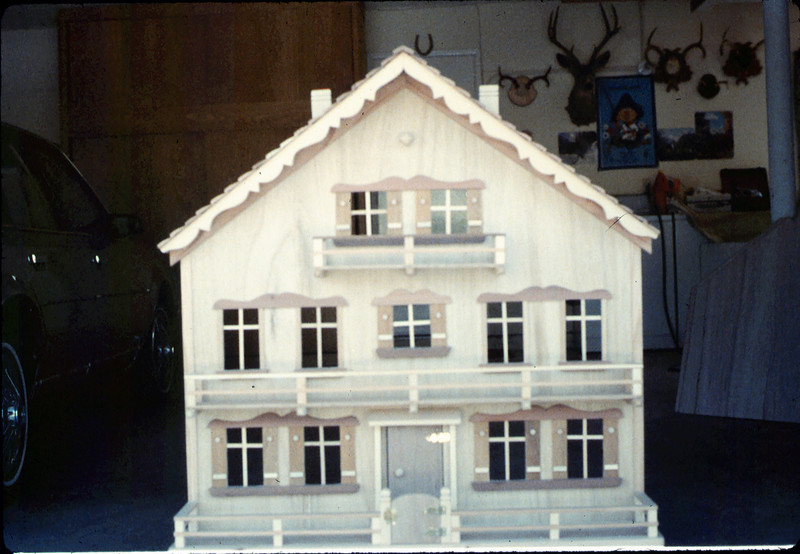 Doll house was donated by Albert Schneeclaus for a museum fundraiser, 1987 acc2005.001.0737