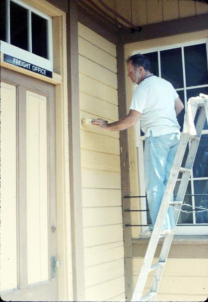 Eugene Boswell paints Goleta Depot, 7/1988. acc2005.001.0989
