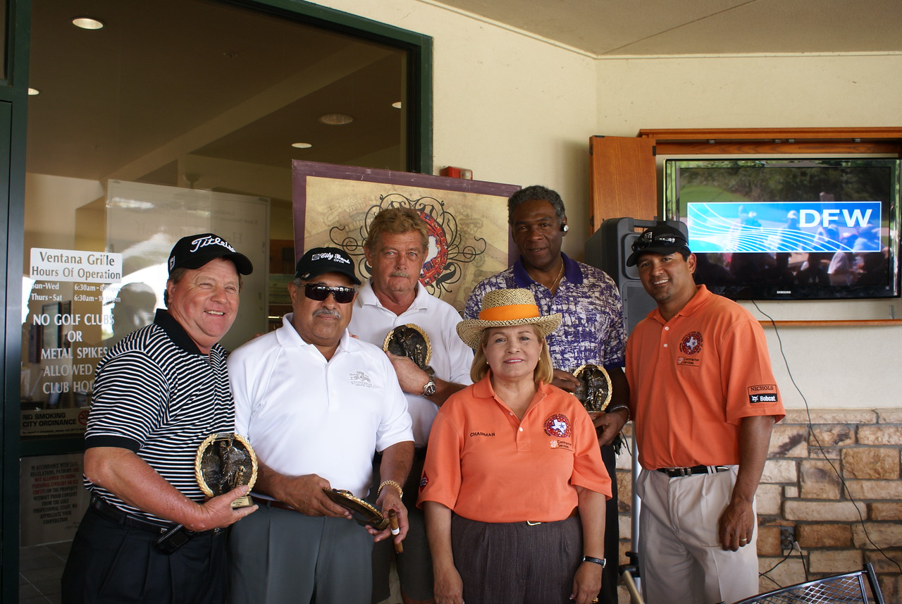 The First American Team takes home 1st Place: Lewis Hill; Jesse Patino; Tommy Beane; Billy Joe DuPree with HCADFW Golf Chairman Ruben Duron and HCADFW Chairman Pat Gorman