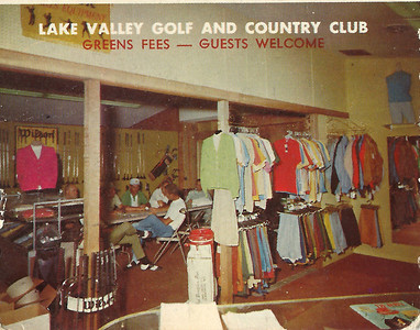 One side of the folded postcard shows the inside of the pro shop.  This is probably around 1974.