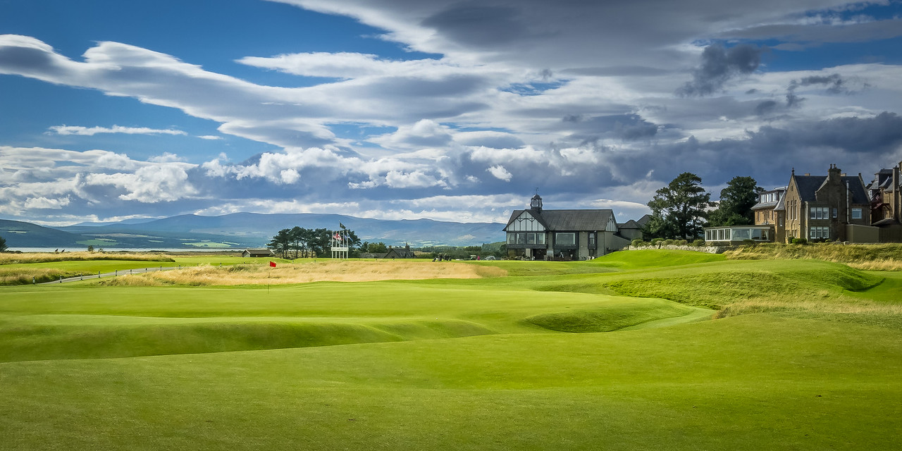 the 18 hole and clubhouse at royal dornoch