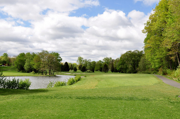 THIS IS A VIEW OF THE 18TH HOLE AND NOTICE THE BUNKERS ON THE LEFT SIDE OF THE FAIRWAY.