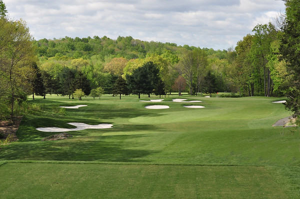 A PHOTO TAKEN OF THE 8TH HOLE FROM THE FRONT TEE BOX.